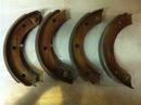 356C, 911 (65-68) New perfect reproduktion of the parking brake shoes.